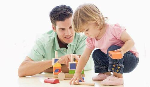 Phụ huynh nên dạy trẻ mẫu giáo tiếp xúc vớiToán thông qua các hoạt động vui chơi. Ảnh: Pinterest