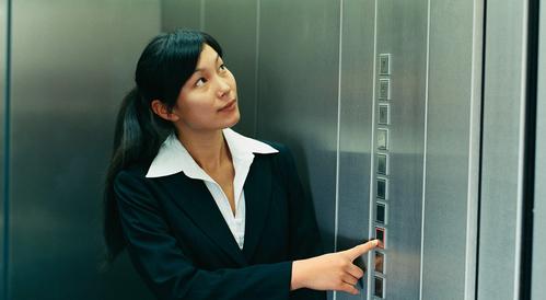 Hành vi xâm hại phẩm giá trong thang máy là tình tiết tăng nặng.