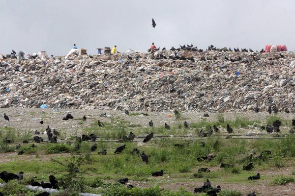 Một góc bãi rác La Bonanza. Ảnh: El-nacional.