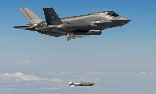 Tiêm kích F-35A thả bom GBU-31/B trong đợt không kích hôm 10/9. Ảnh: AFCENT.