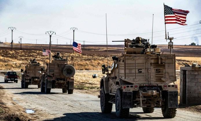 Đoàn xe thiết giáp Mỹ tuần tra gần một giếng dầu tại tỉnh Hasakeh, đông bắc Syria hôm 6/11. Ảnh: AFP.