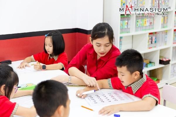 Trẻ cần được tiếp cận với môn toán một cách đúng đắn để có thể có thể hình thành nền tảng tư duy tốt ngay từ nhỏ.