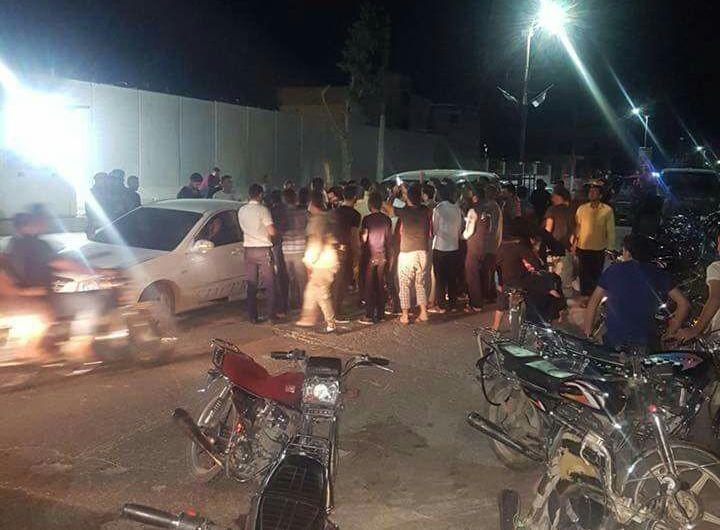 الباب: مظاهر تندد بالاعتقالات العشوائية وتطالب بخروج الفصائل من المدينة