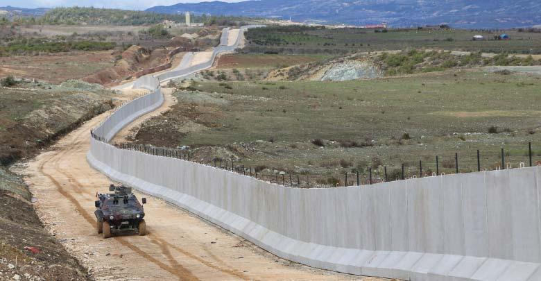 الجدار الحدودي التركي أصبح رمزا لمعاناة النازحين في إدلب السورية