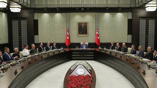 حزب العدالة والتنمية التركية يُطالب السوريين بالعودة للقتال