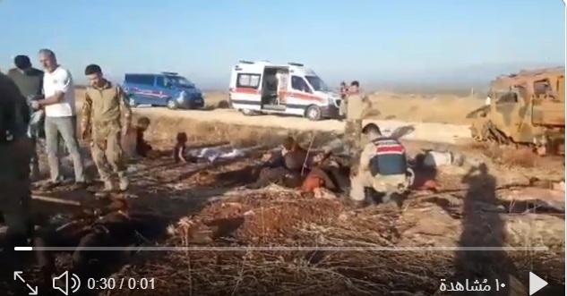 فيديو: مقتل 6 لاجئين وإصابة 27 بانقلاب عربة عسكرية تركية قرب الحدود مع سوريا