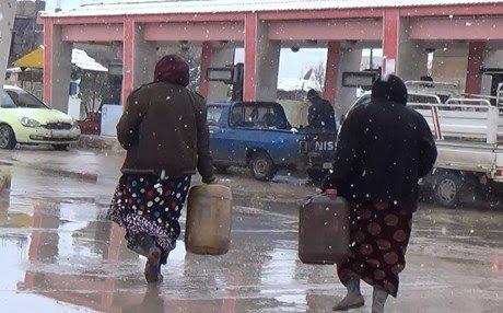 الإدارة الذاتية ترفع سعر لتر المازوت إلى 75 ليرة سورية وتوزعه بالمجان لعوائل الشهداء والمدارس