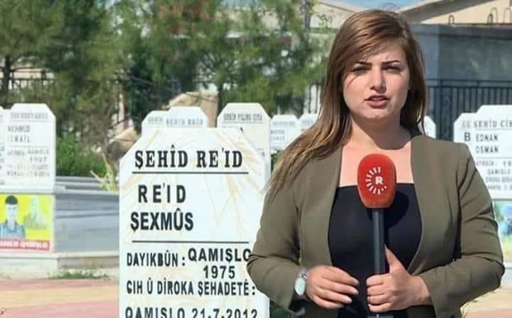 """مكتب إعلام الإدارة الذاتية يوقف عمل مراسلة تلفزيونية مدة شهرين على خلفية تقرير سمّت فيه """"الشهداء"""" بـ """"القتلى"""""""