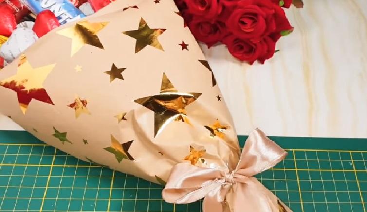 Новогодний подарок из конфет