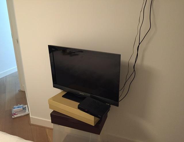 TV aan de muur met muurbeugel  voordemakersnl
