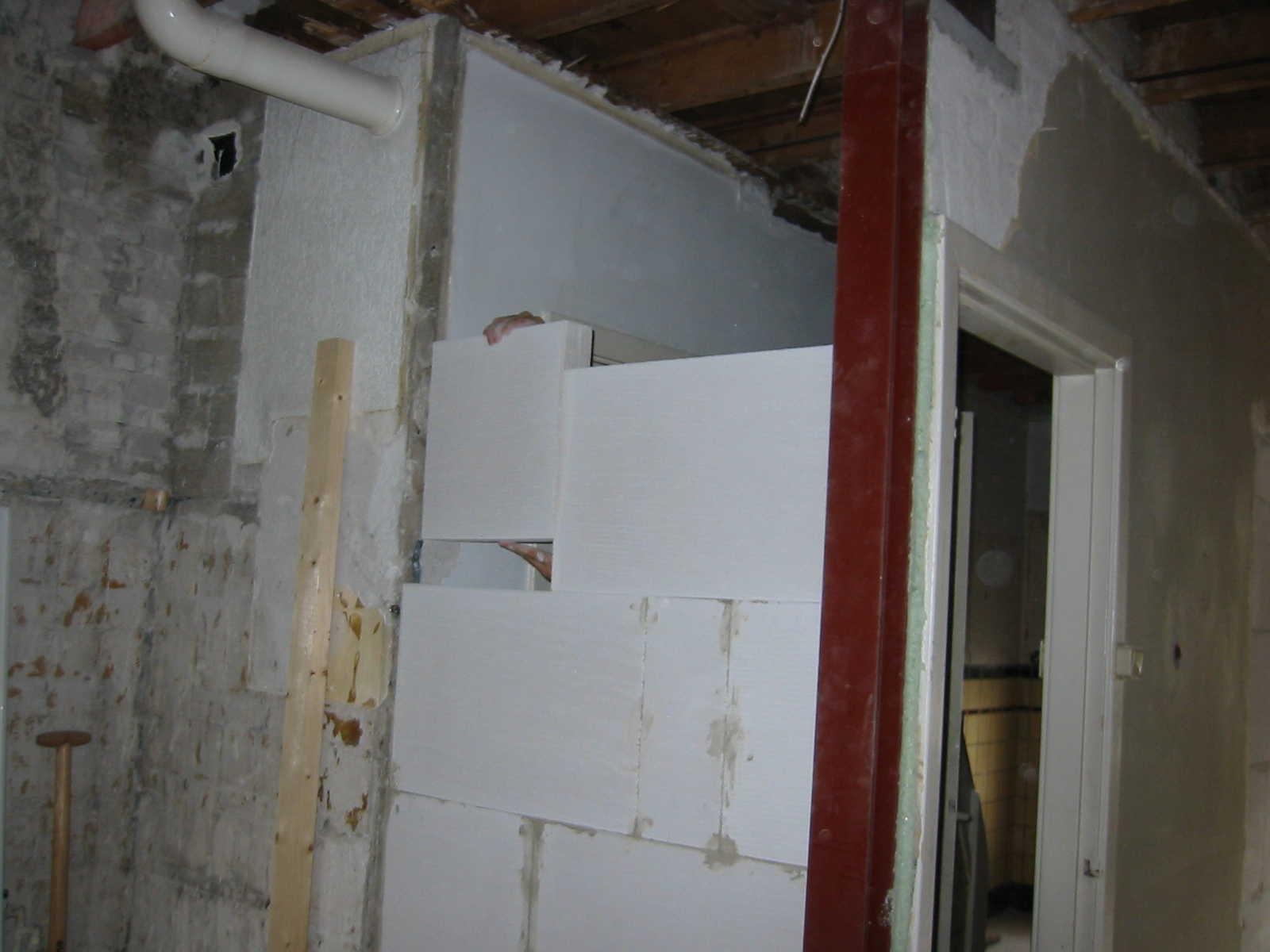 Boucher un trou dans un mur  Pour les makers