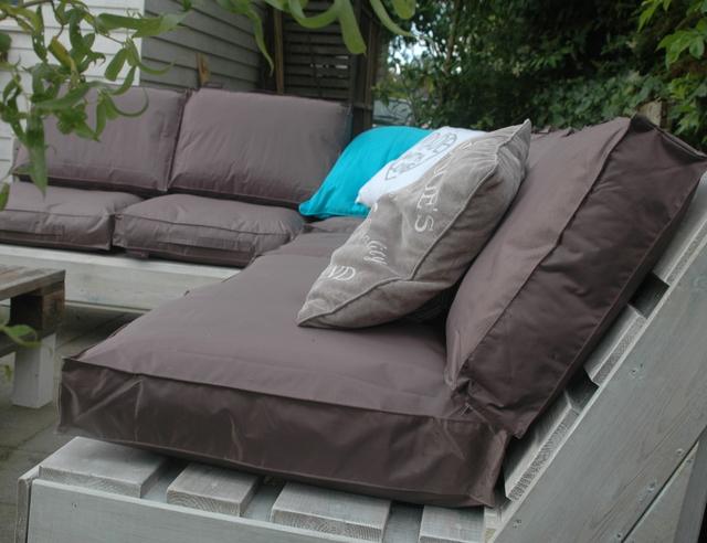 Loungebank van pallets  voordemakersnl