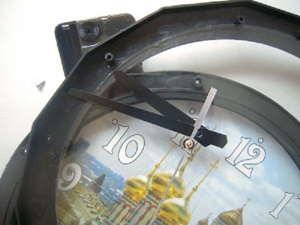 DIY-kellon sisustus