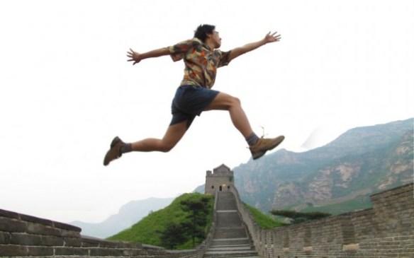 Zola sărind peste Great (Fire)Wall al Chinei :)