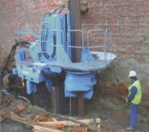 Сваевдавливающая установка GV-ECO700S: погружение шпунта вблизи существующей стены