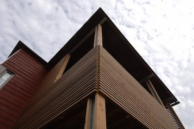 Отделка деревянной рейкой