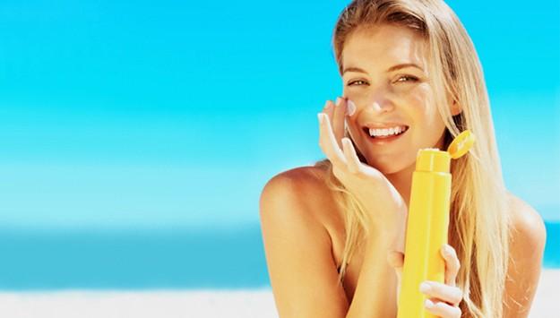 Dưỡng trắng da nên đi kèm với việc dùng kem chống nắng