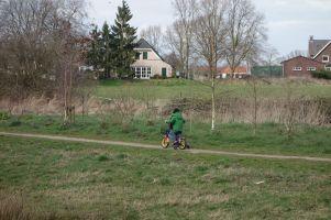 Fietsen bij de boerderijen / Cycling near the farms