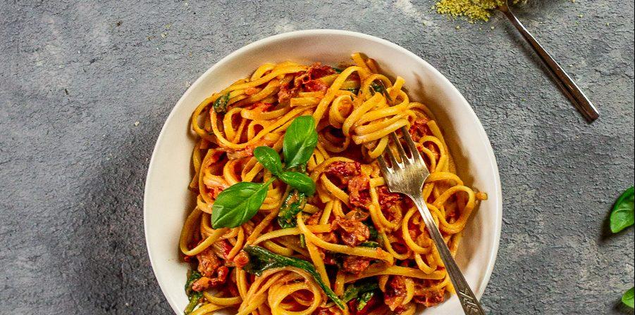 vegan-pasta-tomato-alfredo-sauce (1)
