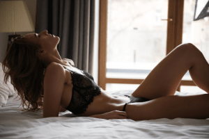 woman on bed wondering about mutual orgasm