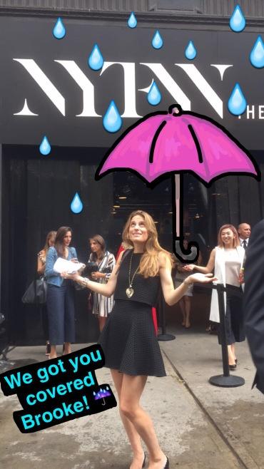 "new-york-fashion-week-snapchat.jpg ""title ="" new -york-fashion-week-snapchat.jpg ""width ="" 370 ""height ="" 658"