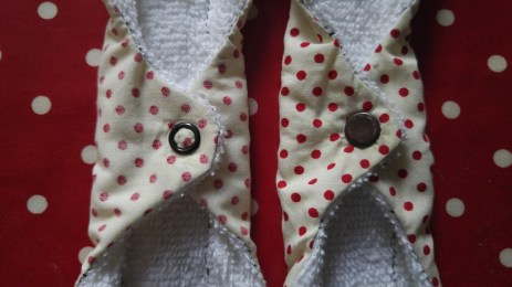 A close up of the snaps. I decided to change the side of the closures. I think I prefer the one on the right.