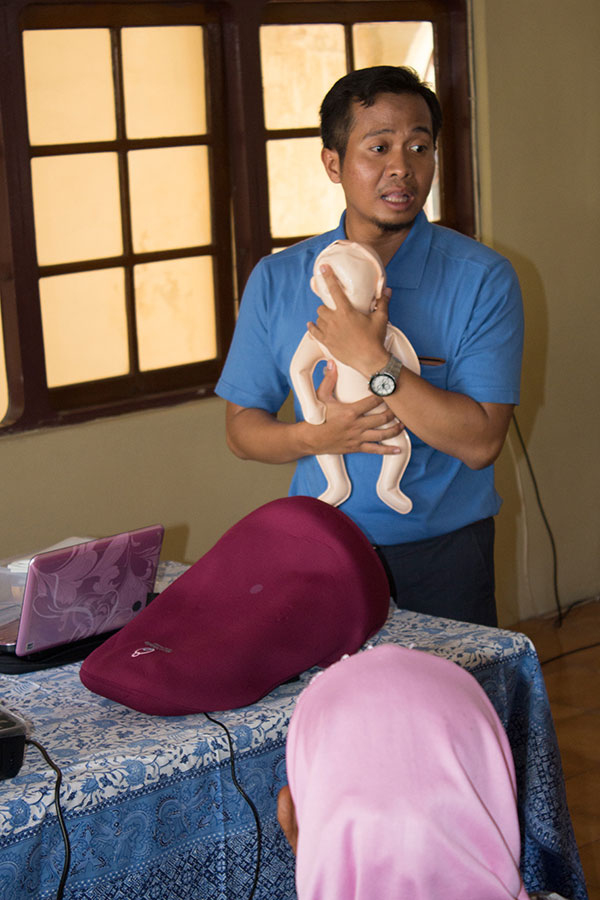 Midwives training workshop in Banda Neira