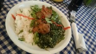 Avocade Wan Tan mit Sesamspinat und Kokosnuss-Reis im Café Nasch, Hamburg
