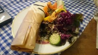 Wrap mit Salat im Café Nasch, Hamburg