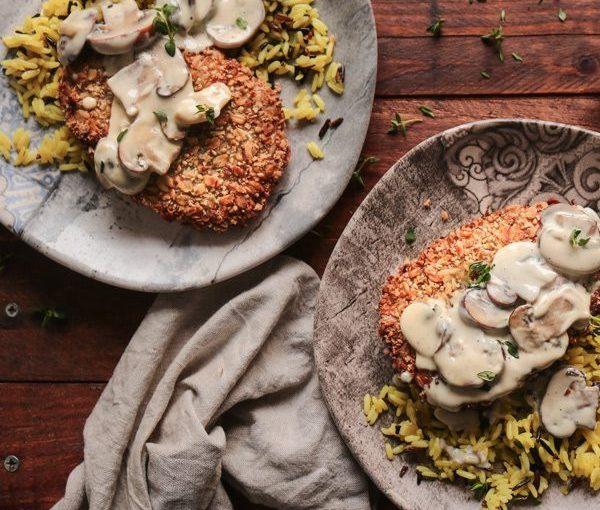 Σνίτσελ με μανιτάρια αλα κρεμ και ρύζι