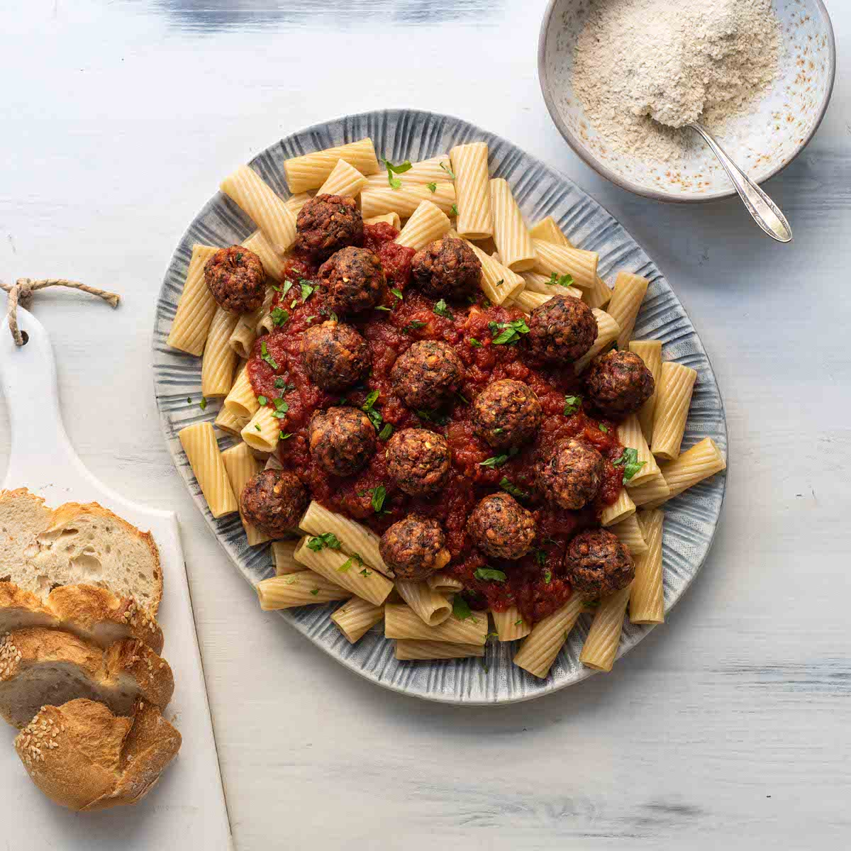 Genius Κεφτεδάκια με Σάλτσα Ντομάτας και Ζυμαρικά
