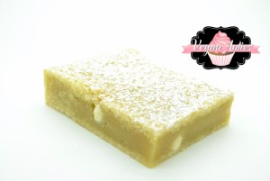 vegan white chocolate blondies Vegan White Chocolate Blondies IMG 8354