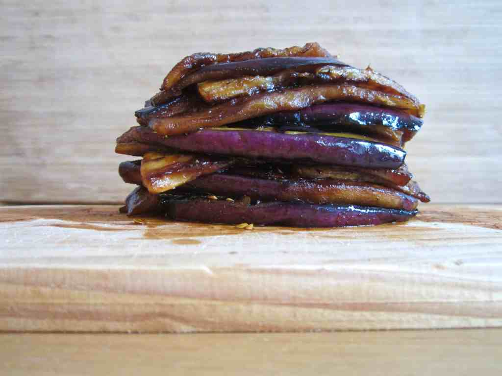 Vegan & GF healthy 'bacon' made out of eggplant! So yummy & satisfying. | veganchickpea.com