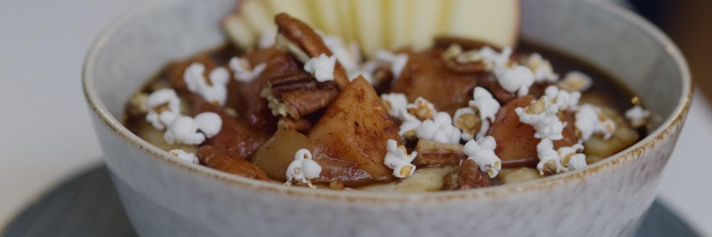 Vegan spiced apple porridge at Brochan Edinburgh
