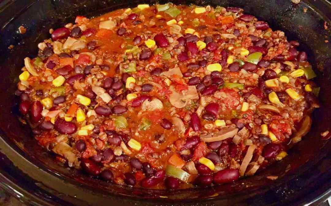 BEST SLOW COOKER CHILI for a CROWD