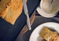 kulebjaka - Russian Cabbage Pie + vegan sour cream