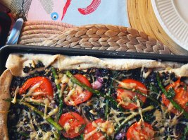 olive and asparagus pizza. vegan.