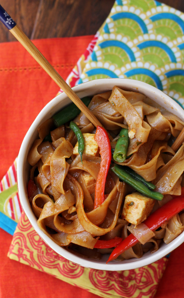 drunken-noodles-with-tofu-and-peppers