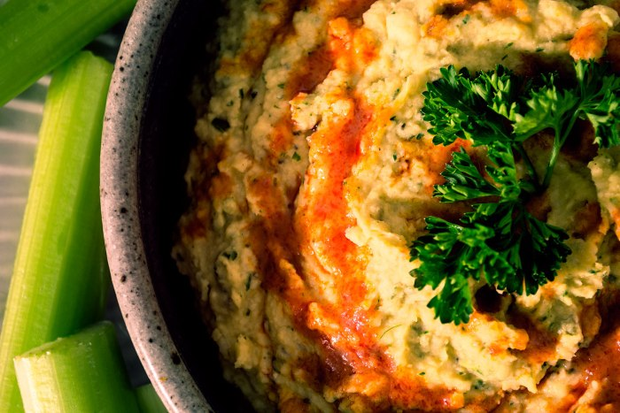Vegan-Buffalo-Ranch-Hummus