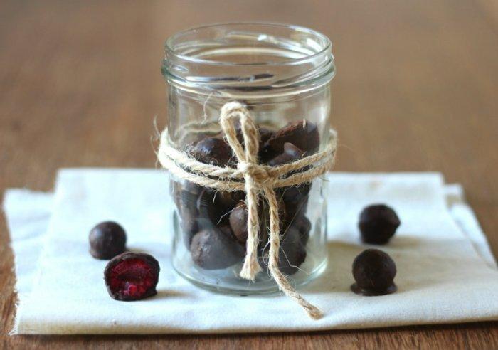 Raw Chocolate Berry Balls