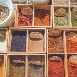 difference between herbs and spices