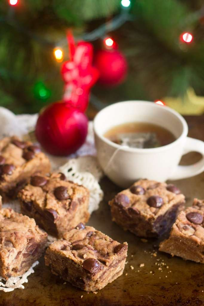 COOKIE BUTTER CHOCOLATE CHUNK BLONDIES