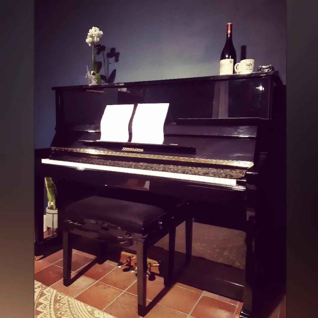 studio vert 66 piano room