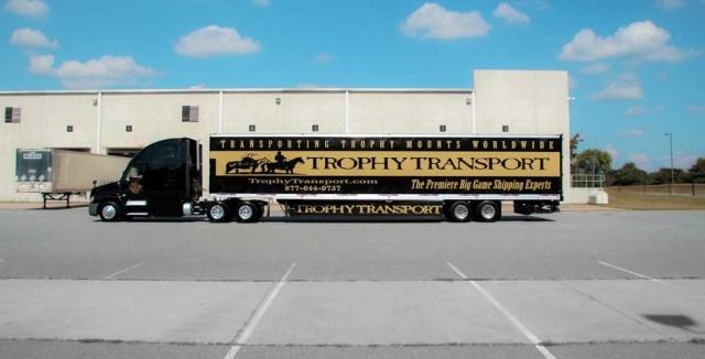 Óriási iparág: trófeaszállításra szakosodott szállítmányozó cég kamionja
