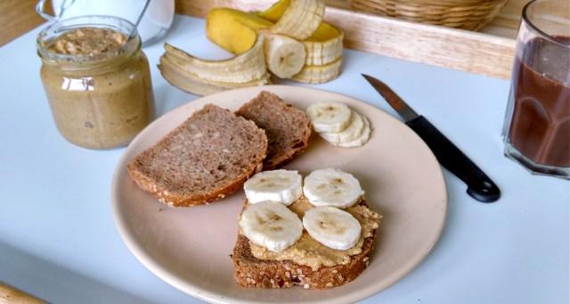 vegán reggeli ötlet: mogyoróvajas-banános kenyér