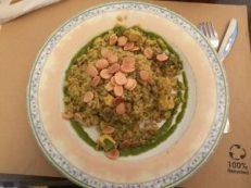 comida vegana - arroz persa con setas, tofu y almendras