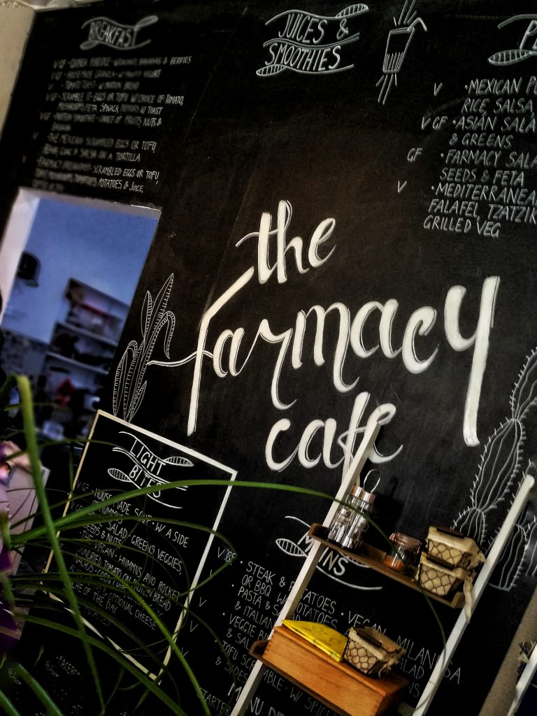 "Restaurante Vegano en Marbella ""The Farmacy"": Yoga y Bienestar"