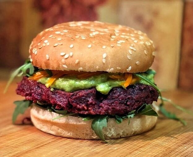 Receta de hamburguesa vegana de remolacha y avena