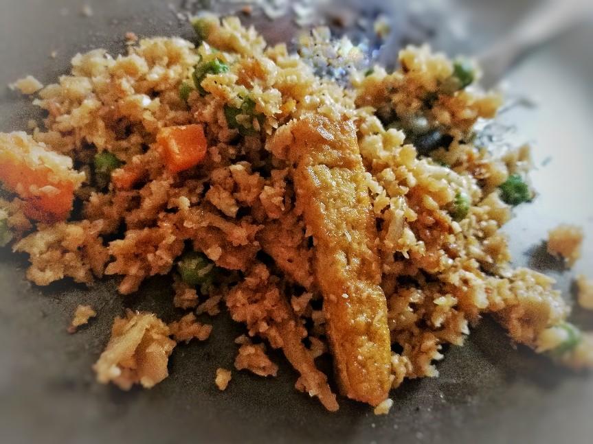 Arroz de coliflor chino tres delicias