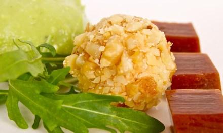 Avocadomousse, gelei van tamari en bonbon van Faux Gras de Gaia